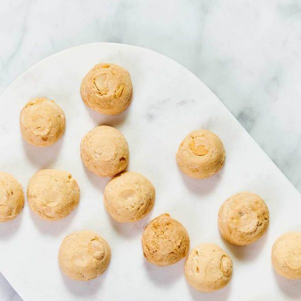 BYRON BAY COOKIE CO. // White Choc Macadamia Cookie Bites Gift Tin