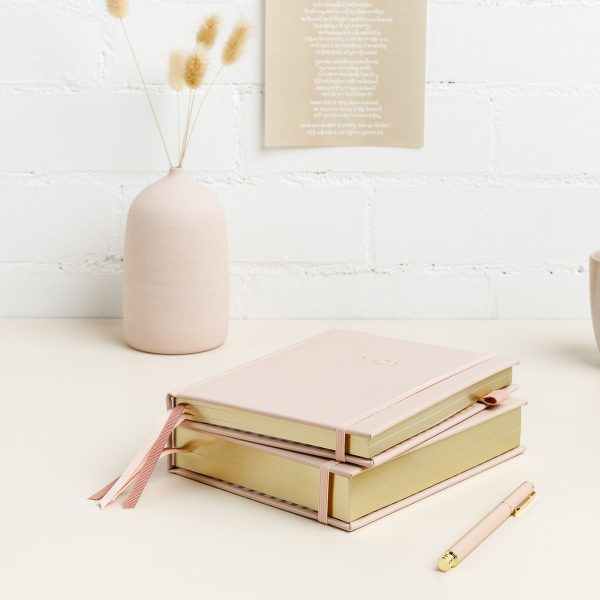 emma-kate-co-2022-planners-pink-diary